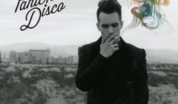 Escucha íntegramente lo nuevo de Panic! At The Disco, titulado Too Weird to Live, Too Rare to Die!